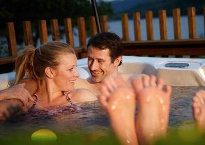argylls-forest-cabins-hot-tub