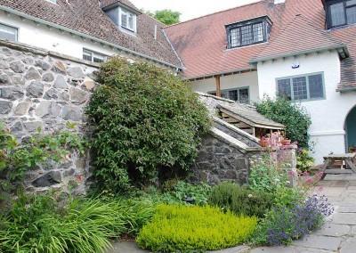 baillie-scott-cottages-garden